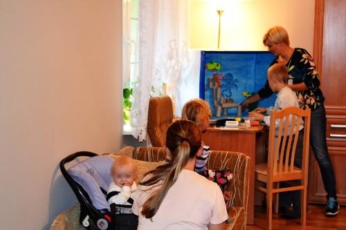 https://pcpr.powiat.rzeszowski.pl/aktualnosci/syndrom-sztokholmski-w-rodzinach-z-problemem-przemocy-domowej/attachment/na-zdjeciu-pracownik-oik-w-gornie-wraz-z-uczestnikami-klubu-dla-rodzicow/