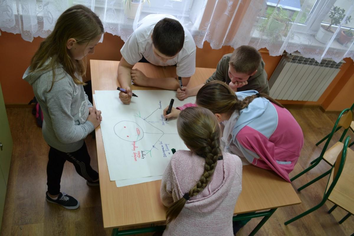 https://pcpr.powiat.rzeszowski.pl/aktualnosci/spotkania-profilaktyczno-edukacyjne-w-szkolach-podstawowych-powiatu-rzeszowskiego/attachment/zdjecie-nr-2-ze-spotkan-profilatyczno-edukacyjnych/